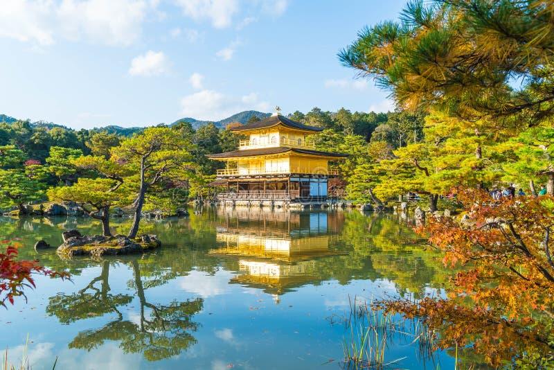 Arquitectura hermosa en el templo de Kinkakuji (el pabellón de oro) imágenes de archivo libres de regalías