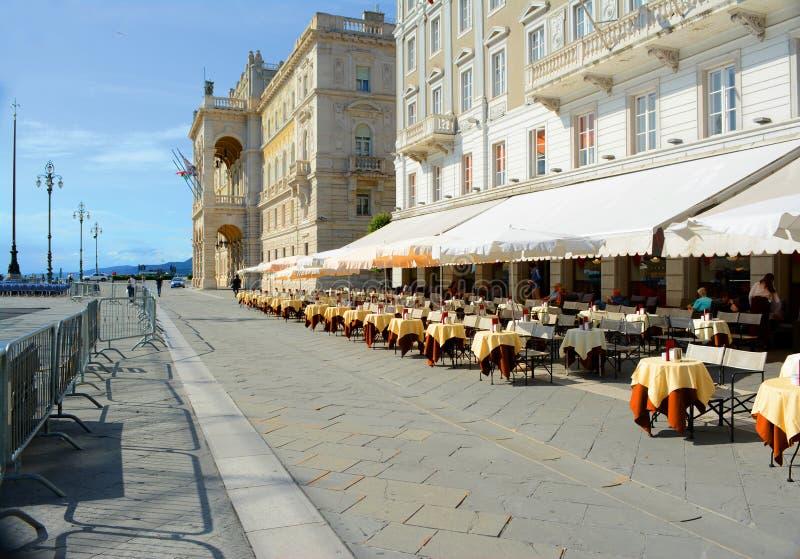 Arquitectura hermosa y edificios de Trieste fotos de archivo