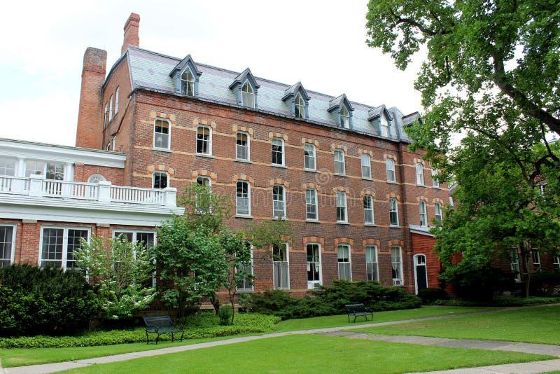 Arquitectura histórica hermosa y propiedad ajardinada, Oneida Community Mansion House, Oneida, Nueva York, 2018 foto de archivo