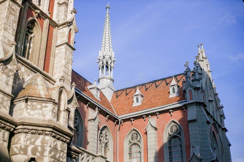 Arquitectura interesante de la iglesia en Europa, en Ucrania imagen de archivo