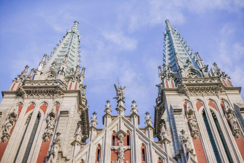 Arquitectura interesante de la iglesia en Europa, en Ucrania fotografía de archivo libre de regalías