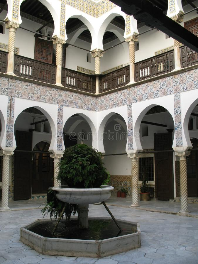 Arquitectura interna del chalet de Casbah del algerino foto de archivo