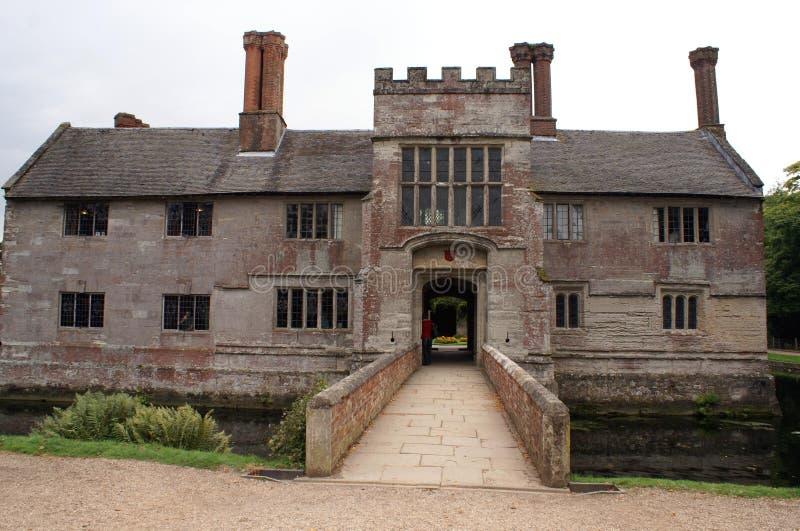 Arquitectura moated de Tudor en West Midlands, Inglaterra imagen de archivo