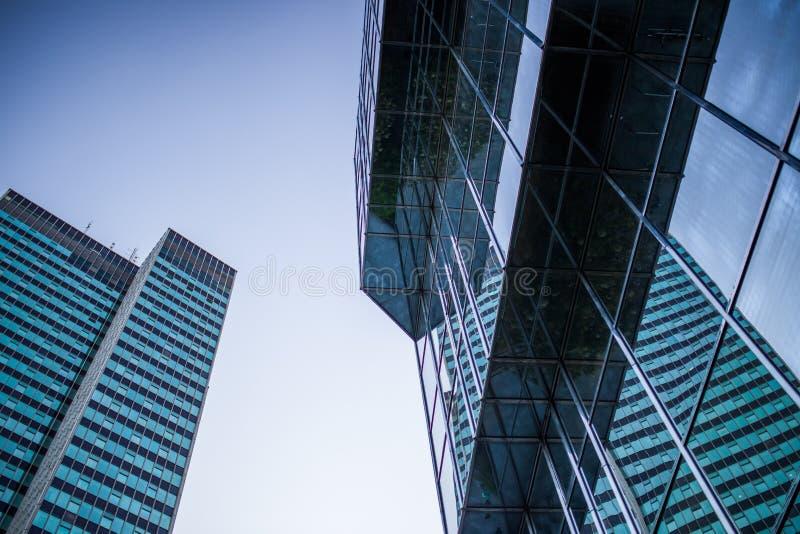 Arquitectura Moderna Contra Los Cielos Azules Dominio Público Y Gratuito Cc0 Imagen