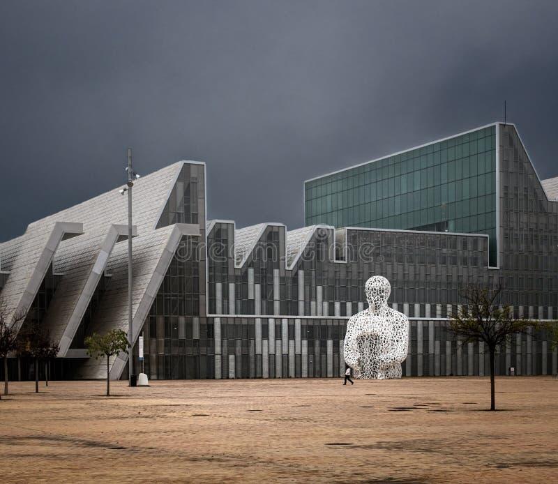 Arquitectura moderna de Zaragoza imagen de archivo