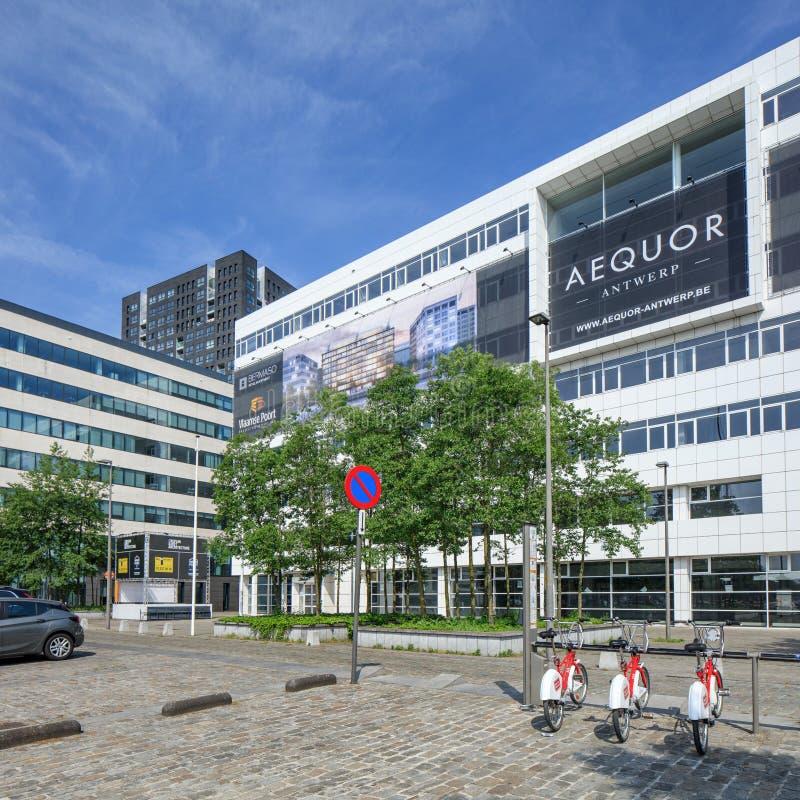 Arquitectura moderna en el centro de ciudad de Amberes, Bélgica imágenes de archivo libres de regalías
