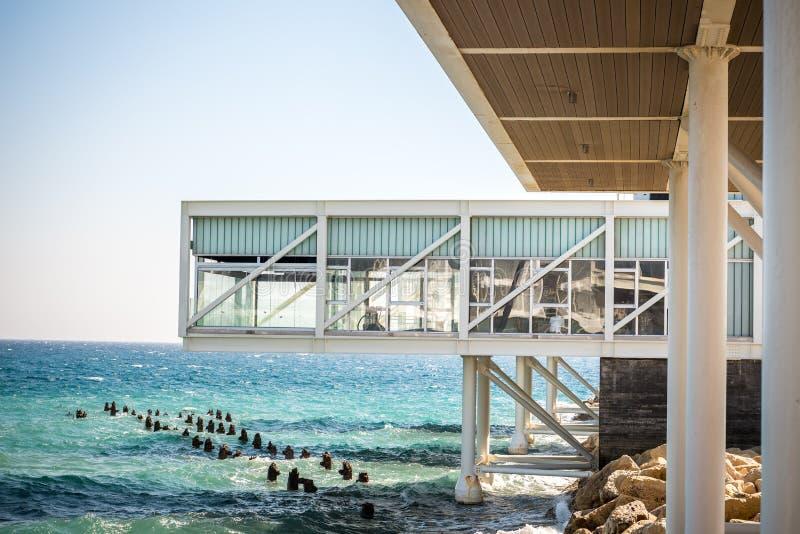 Arquitectura moderna en el puerto viejo, Limassol, Chipre fotografía de archivo libre de regalías