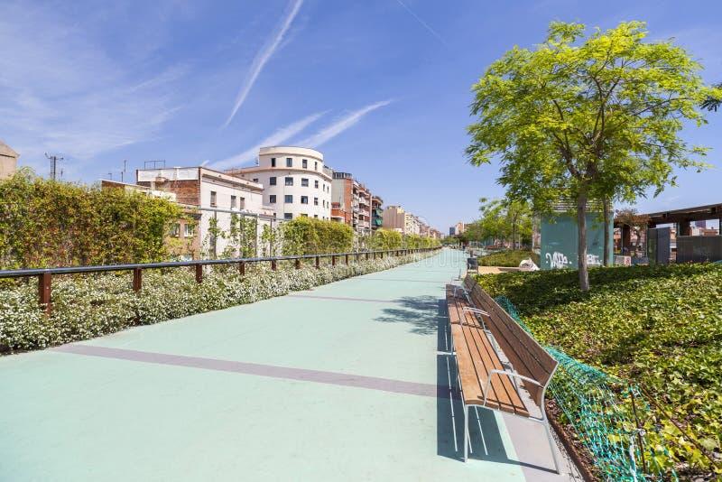 Arquitectura moderna, jardines de Rambla de Sants, Barcelona imagenes de archivo