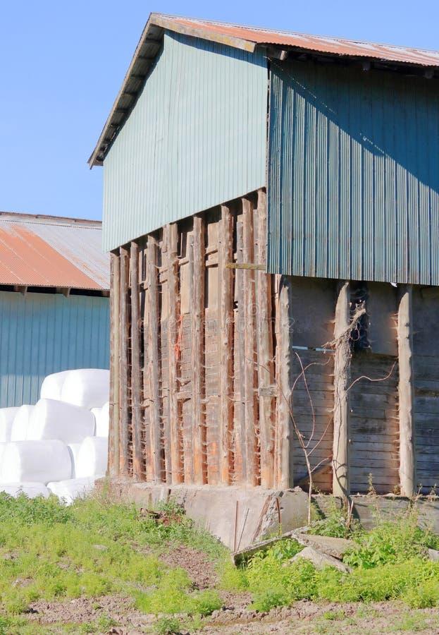 Arquitectura pionera y edificio agrícola imagenes de archivo