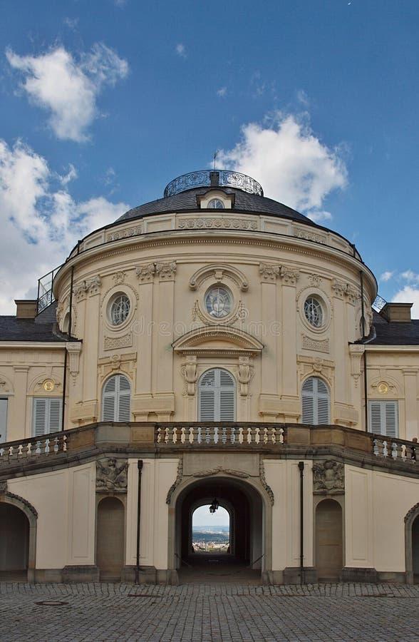 Arquitectura romántica en Stuttgart, castillo Schloss Bellevue fotografía de archivo