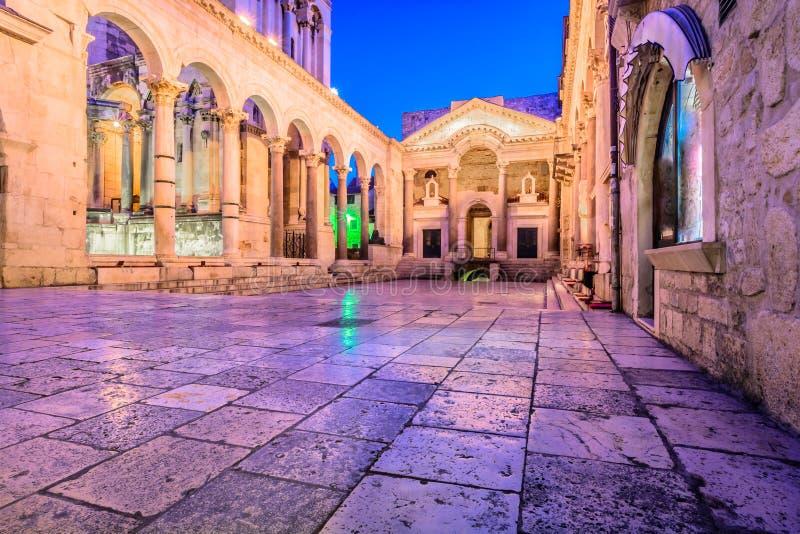 Arquitectura romana antigua en fractura de la ciudad imagen de archivo libre de regalías