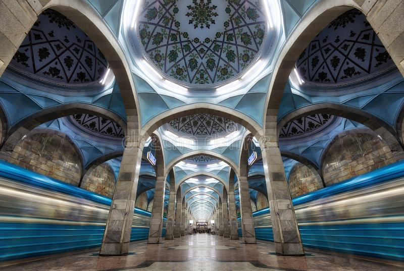 Arquitectura simétrica de la estación de metro en Tashkent central, Uzbeki foto de archivo libre de regalías
