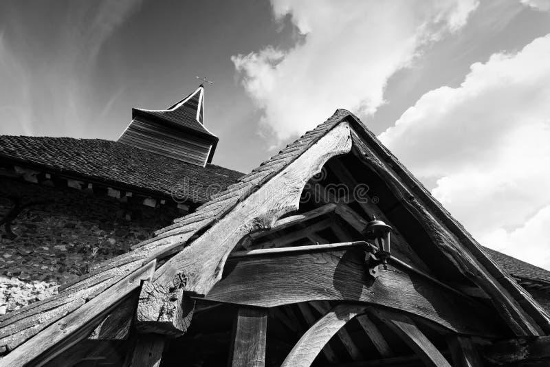 Arquitectura siniestra de la iglesia en blanco y negro fotografía de archivo libre de regalías