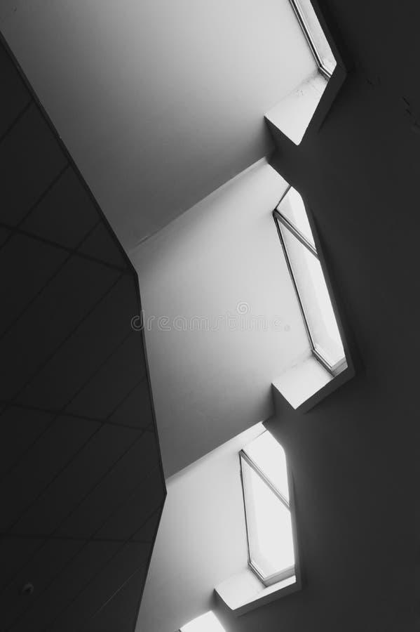 Arquitectura sostenible del modernismo de la arquitectura Diseño interior moderno en los edificios de Vilna foto de archivo