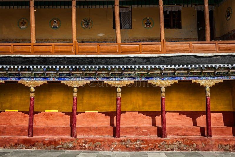 Arquitectura tibetana en el monasterio de Thiksey foto de archivo