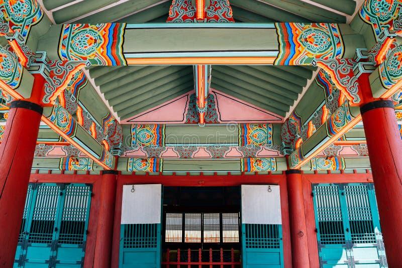 Arquitectura tradicional coreana de las tumbas reales de Yungneung y de Geolleung en Corea foto de archivo libre de regalías