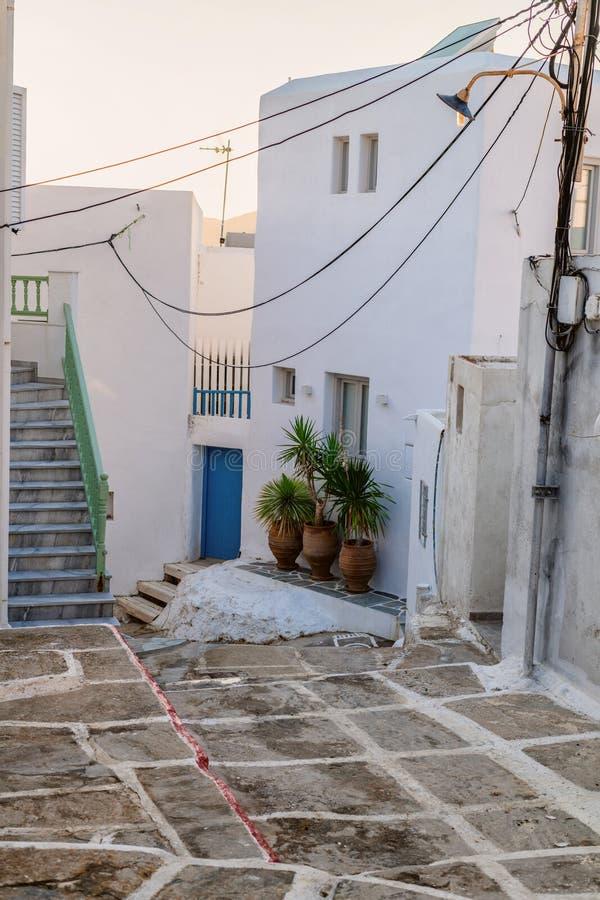 Arquitectura tradicional de Cícladas en la isla de Paros, pueblo de Naoussa Grecia imagenes de archivo