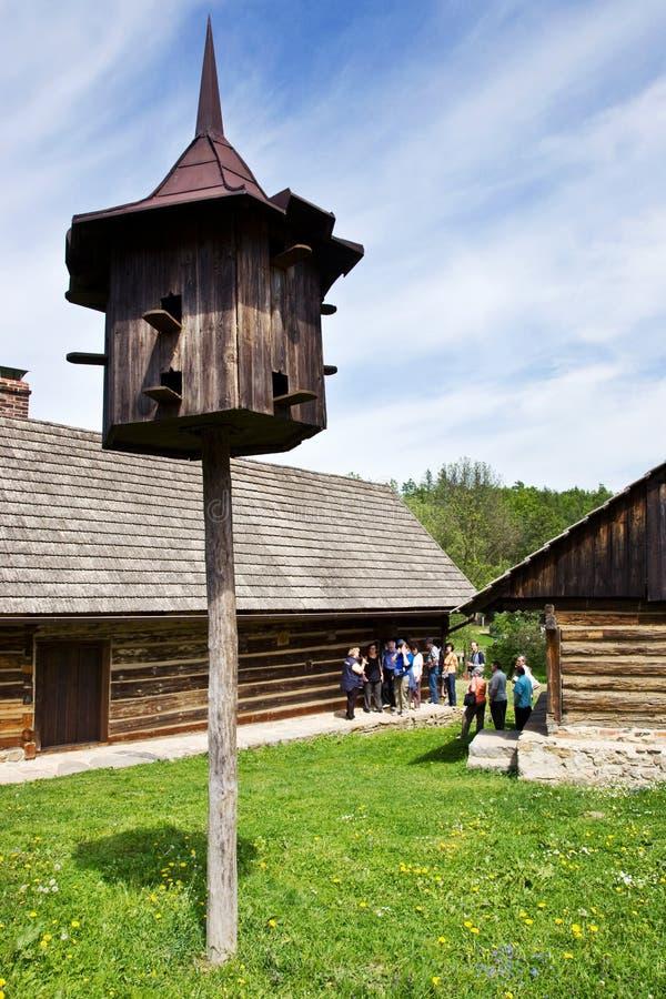 arquitectura tradicional en museo del aire abierto en Vysoky Chlumec, región bohemia central, República Checa Colección de regist foto de archivo libre de regalías