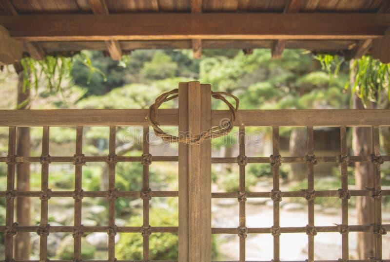 Arquitectura tradicional japonesa y cuadrilátero de madera de la rejilla foto de archivo libre de regalías