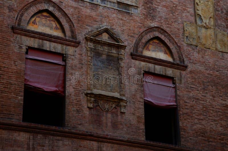 arquitectura urbana en el centro de ciudad, Bolonia, Italia fotografía de archivo libre de regalías