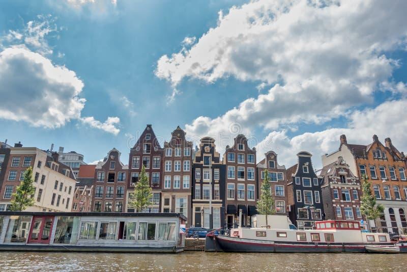 Arquitectura y fachadas coloridas en Ámsterdam fotos de archivo libres de regalías