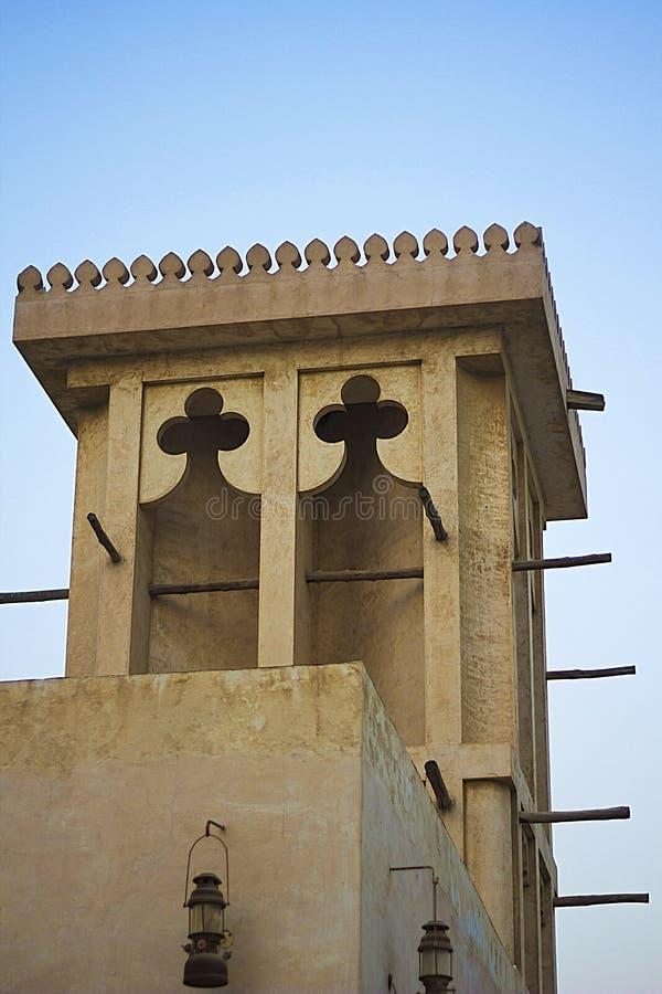 Arquitectura y linternas de la torre del viento de United Arab Emirates vieja fotografía de archivo libre de regalías