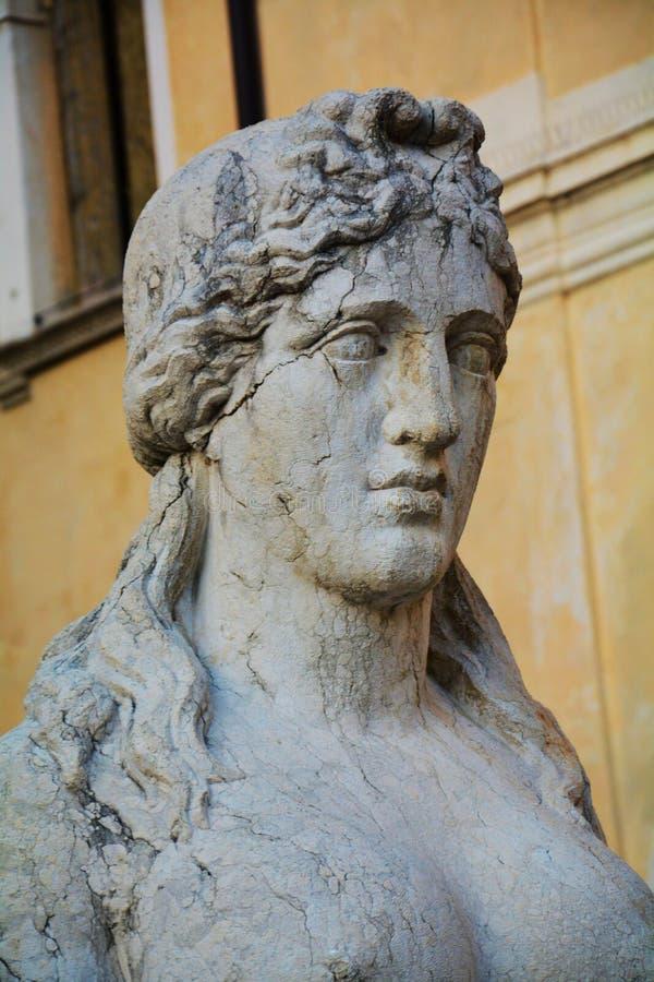 Arquitectura y sculture neoclásicos, detalle, en Conegliano Véneto, Treviso, Italia fotografía de archivo libre de regalías