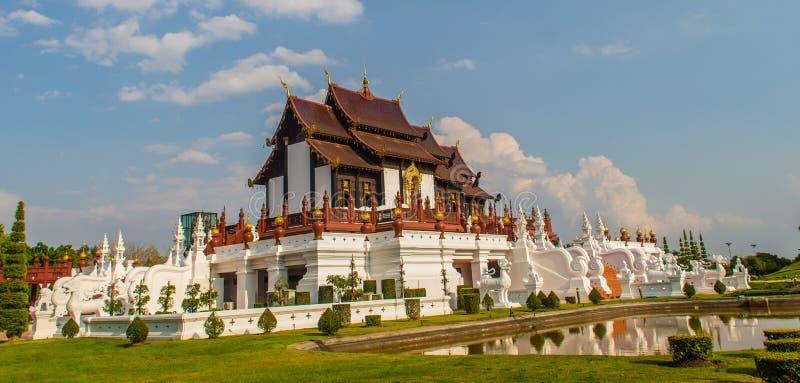 Arquitetónico bonito de Ho Kham Luang, o pavilhão real na construção do estilo do lanna na horticultura real do international da  fotos de stock