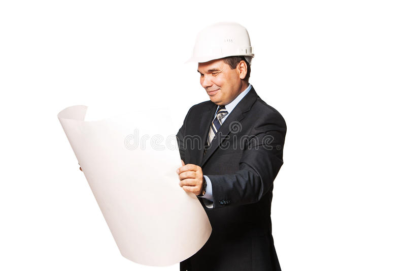 Arquiteto de sorriso maduro que guarda um plano da construção, foto de stock royalty free