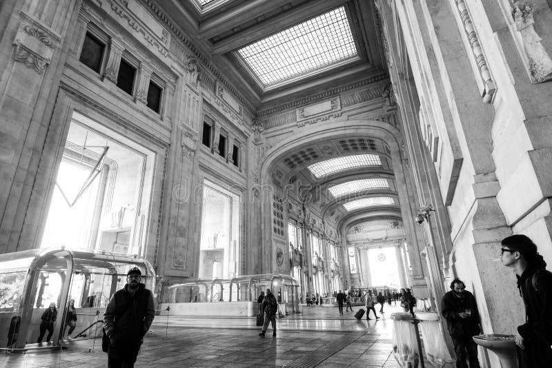 Arquiteto - estação de trem de Milão Centrale fotografia de stock