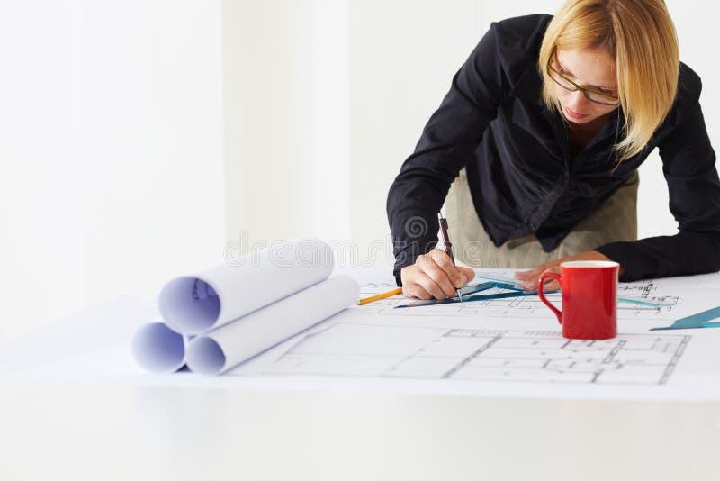 Arquiteto fêmea imagens de stock royalty free