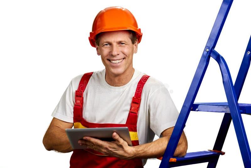 Arquiteto feliz no capacete de segurança imagem de stock