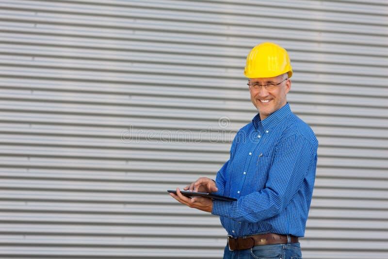 Arquiteto maduro Using Digital Tablet fotos de stock