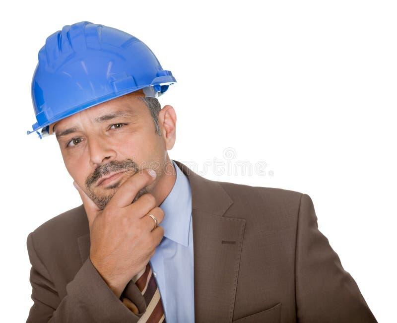 Arquiteto pensativo que desgasta um chapéu duro fotos de stock