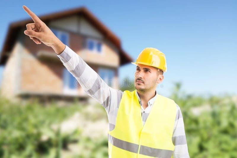 Arquiteto visionário ou coordenador que mostram e que apontam o dedo acima imagem de stock