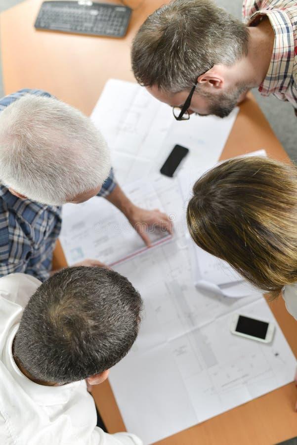Arquitetos na reunião da equipe foto de stock royalty free
