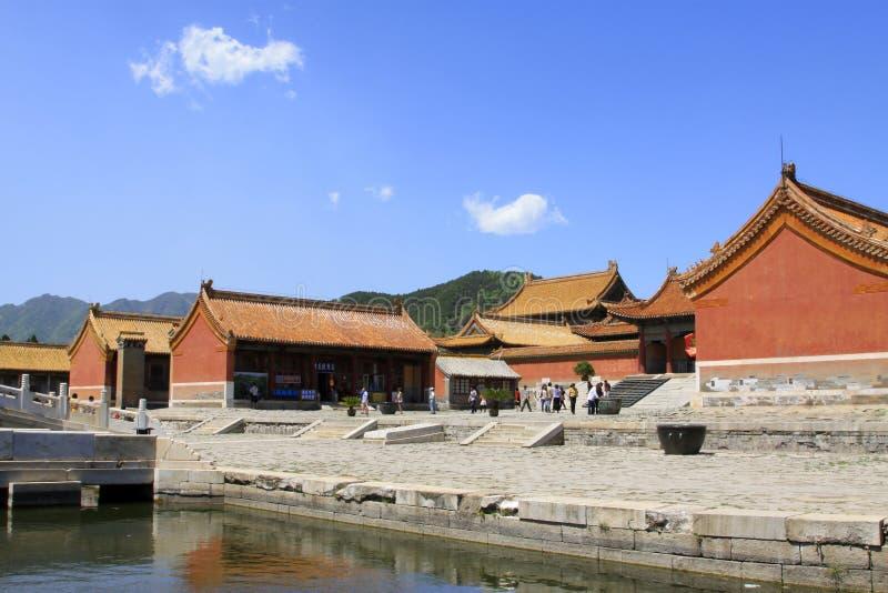 Arquitetura antiga chinesa em túmulos reais orientais do Qing imagens de stock