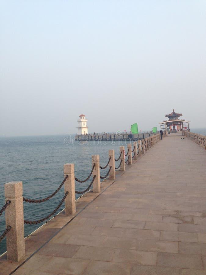 Arquitetura antiga chinesa - Qinhuangdao Qixian no mar foto de stock royalty free