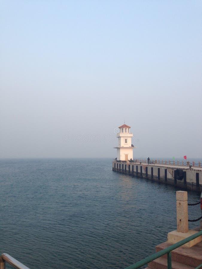Arquitetura antiga chinesa - Qinhuangdao Qixian no mar foto de stock