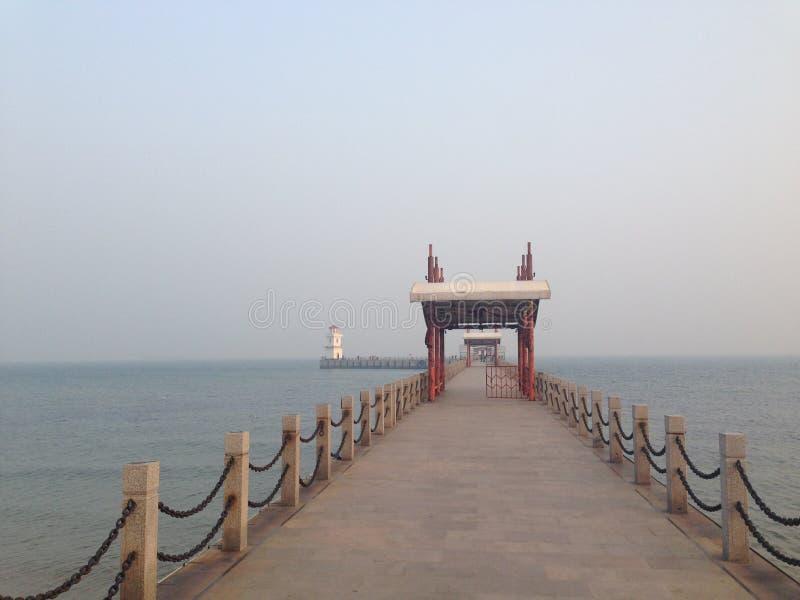 Arquitetura antiga chinesa - Qinhuangdao Qixian no mar fotografia de stock royalty free