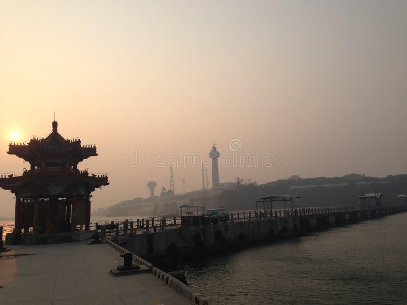 Arquitetura antiga chinesa - Qinhuangdao Qixian no mar fotos de stock royalty free