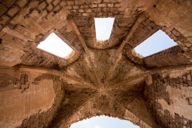 Arquitetura antiga do telhado da igreja foto de stock royalty free