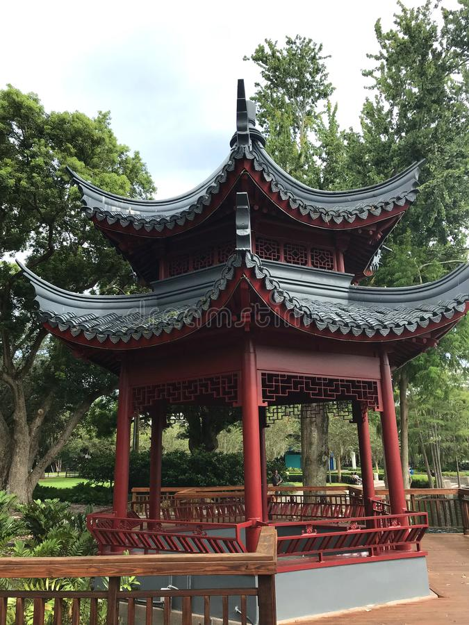 Arquitetura asiática do miradouro, lago Eola, Orlando, Florida - foto imagem de stock