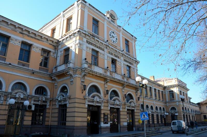 Arquitetura barroco Plovdiv Bulgária da estação de trem central do trem fotografia de stock