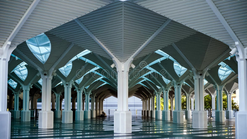 A arquitetura bonita da mesquita de KLCC, Kuala L imagem de stock