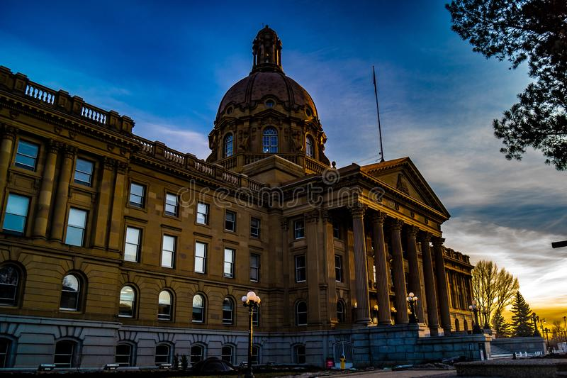 Arquitetura bonita de Alberta Legislature Grounds, Edmonton do Velho Mundo, Alberta, Canadá fotos de stock