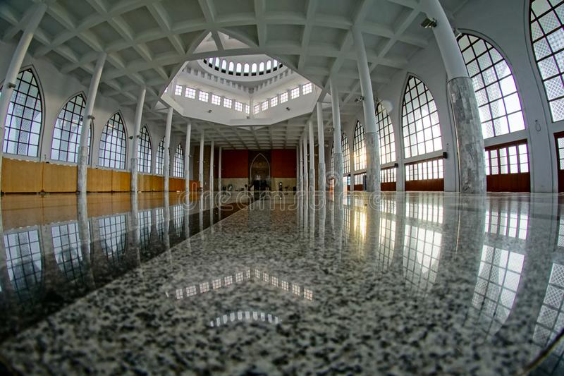 Arquitetura bonita dentro da mesquita da central de Songkhla imagem de stock