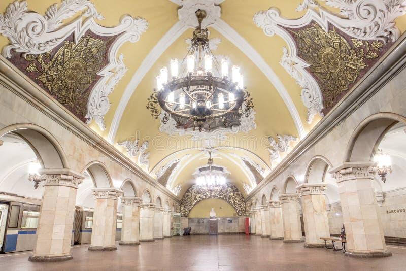 Arquitetura bonita na estação de metro de Komsomolskaya em Moscou imagens de stock