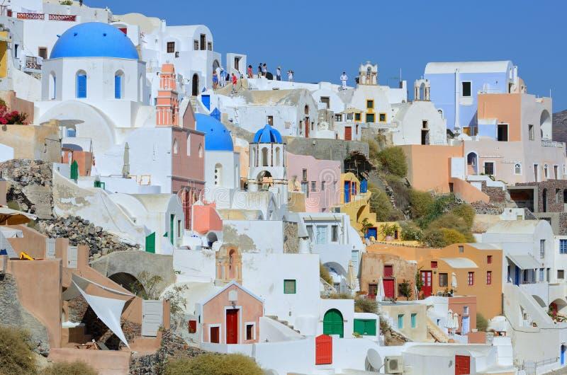 Arquitetura branca da vila de Oia na ilha de Santorini, Grécia imagem de stock royalty free