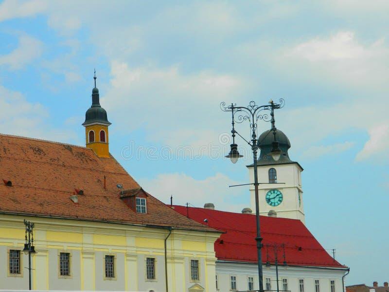 Arquitetura clássica da casa em Sibiu, a Transilvânia fotografia de stock